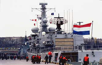 Архив. Корабли эскадры НАТО у Морского вокзала Одессы