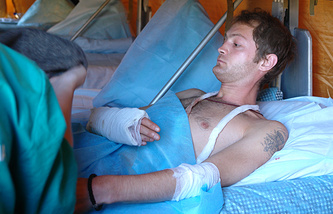 Александр Коц в мобильном госпитале МЧС во Владикавказе. 11 августа 2008 год
