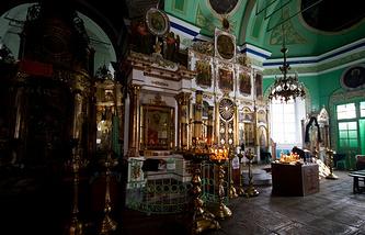 В Трехпрестольном храме Во Имя Святителя Николая в Быньгах во время реставрации