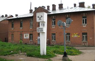 """Памятный километровый знак на """"Дороге Жизни"""" - железнодорожная станция Кушелевка (Санкт-Петербург)"""