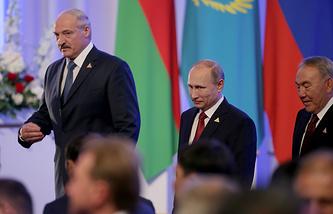 Президенты Белоруссии, России и Казахстана (слева направо) после подписания соглашения о создании Евразийского экономического союза