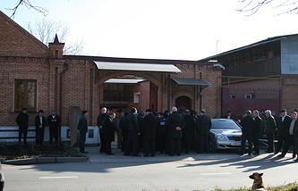 Владикавказ. Дом, у которого был убит мэр Владикавказа Виталий Караев. 2008 год