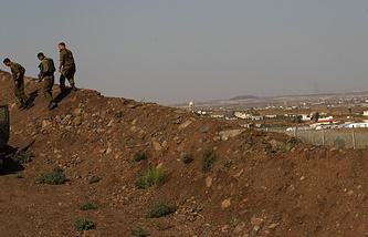 Израильский военный патруль на границе с Сирией в районе Голанских высот