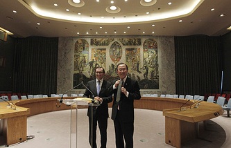 Эспен Барт Эйде (слева) и Пан Ги Мун