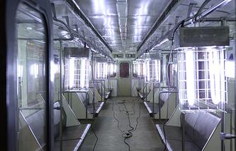 Дезинфекция вагонов метро с помощью ламповых ультрафиолетовых установок