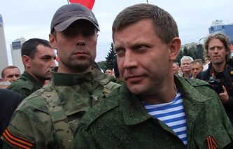 Премьер-министр ДНР Александр Захарченко (справа)
