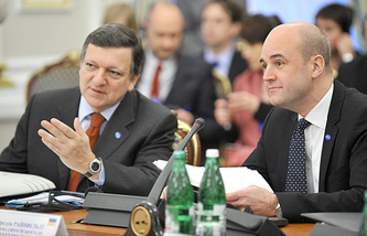Фредрик Рейнфельдт (справа)