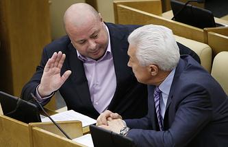 Депутат Михаил Маркелов и заместитель председателя ГД Владимир Васильев