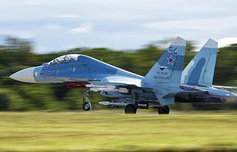 Самолет ВВС РФ Су-27. Архив
