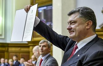 Президент Украины Петр Порошенко на заседании Верховной рады, на котором одобрен законопроект о ратификации соглашения об ассоциации между Украиной и Европейским союзом