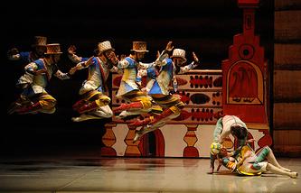 На сцене: танцоры Пермского театра оперы и балета им. П.И.Чайковского