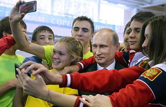 Президент РФ Владимир Путин с победителями II летних Юношеских олимпийских игр 2014 года