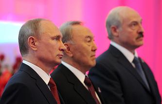 Президент России Владимир Путин, президент Казахстана Нурсултан Назарбаев и президент Белоруссии Александр Лукашенко