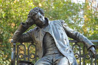 Памятник А.С.Пушкину в саду Императорского Царскосельского Лицея