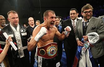 Сергей Ковалев с чемпионским поясом WBO