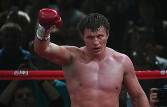 Александр Поветкин празднует победу