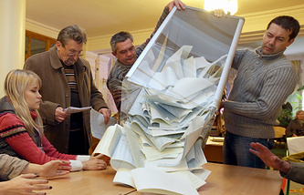 Подсчет голосов на избирательном участке в Киеве