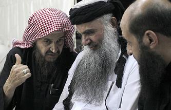 Абу Мухаммед Аль-Макдиси (слева)