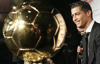 Криштиану Роналду получил награду в 2013 году