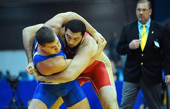 Билял Махов (справа)