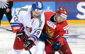 Эпизод из матча между сборными России и Чехии