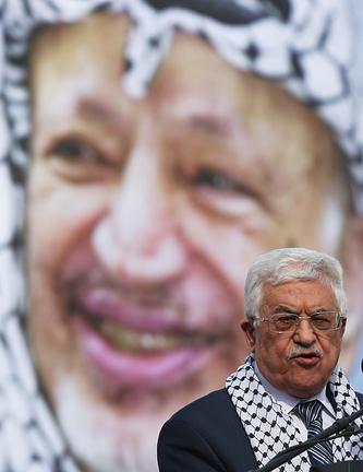 Махмуд Аббас произносит речь на фоне портрета Ясира Арафата, 11 ноября 2014 года