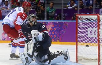 Эпизод из матча между сборными России и США на Играх-2014  в Сочи