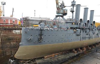 """Ремонт крейсера """"Аврора"""" в Крондштатском доке"""