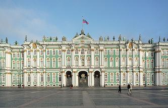 Южный фасад Зимнего дворца со стороны Дворцовой площади