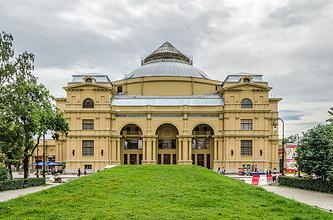 Здание театра Мюзик-Холл