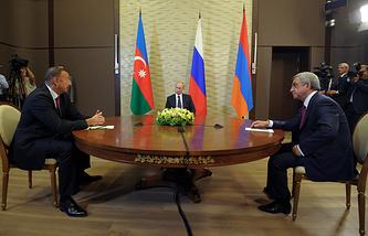 Президент Азербайджана Ильхам Алиев, президент России Владимир Путин и президент Армении Серж Саргсян
