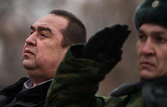 Глава Луганской народной республики Игорь Плотницкий (слева)