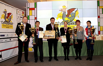 Игорь Лысый (в центре)