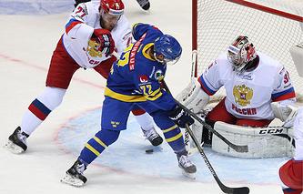 Эпизод из матча между сборными Швеции и России