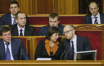 Премьер-министр Украины Арсений Яценюк и министр финансов Украины Наталья Яресько