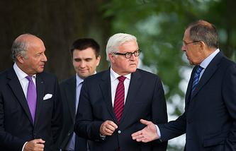 Министры иностранных дел Франции Лоран Фабиус, Украины Павел Климкин, Германии Франк-Вальтер Штайнмайер и России Сергей Лавров