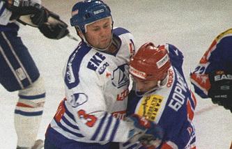Денис Цыгуров (слева)