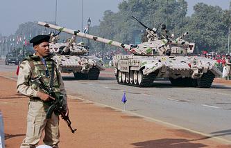 Танки Т-72 на параде в честь национального праздника Индии - Дня Республики