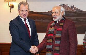 Министр обороны Сергей Шойгу и премьер-министр Индии Нарендра Моди