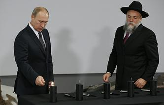 Президент России Владимир Путин и президент Федерации еврейских общин России (ФЕОР), генеральный директор Еврейского музея и центр толерантности Александр Борода