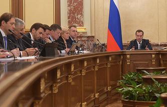 Премьер-министр РФ Дмитрий Медведев на заседании правительства РФ