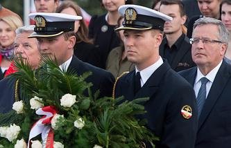 Президент Польши Бронислав Коморовский (справа)