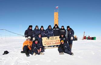 Российские ученые пробурили скважину до поверхности подледного озера Восток, 2012 год