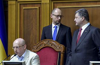 Слева направо: Александр Турчинов, Арсений Яценюк и Петр Порошенко