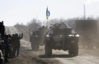 Подразделения вооруженных сил Украины в районе города Артемовска во время вывода от линии соприкосновения с армией ДНР