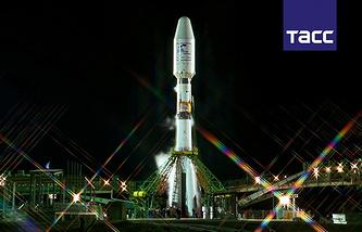 """Ракета-носитель """"Союз-2"""" на стартовой площадке космодрома Байконур перед запуском"""