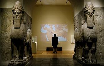 Фигуры Шеду, хранящиеся в Нью-Йоркском музее современного искусства