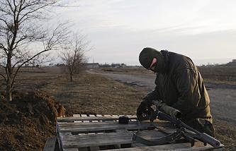Украинские военные на позиции у села Широкино