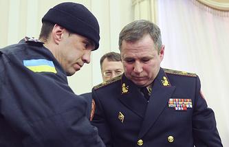 Василий Стоецкий (справа) в время ареста