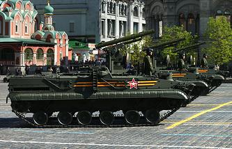 """Противотанковые ракетные комплексы """"Хризантема-С"""" во время военного парада на Красной площади, 2014 год"""